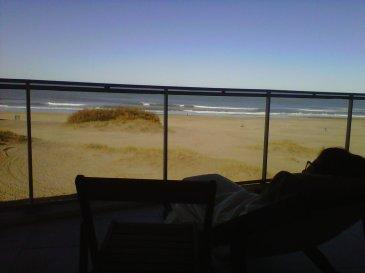 Siesta mirando al mar